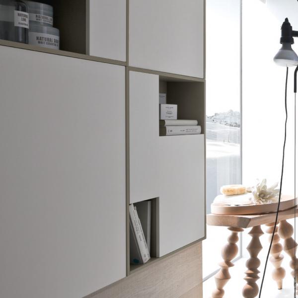 Mueble alto semicerrado y semiabierto